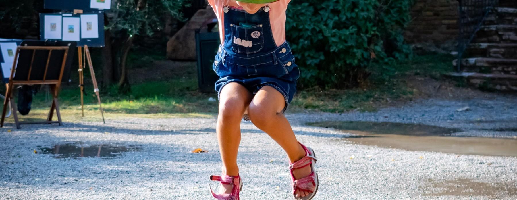 Krótkie spodenki i ogrodniczki - letnie spodnie dla dziecka